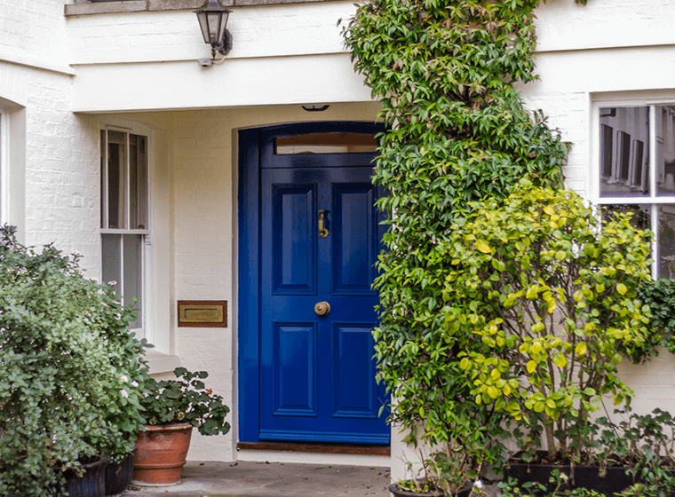 If You Really Want Your House To Stand Out Royal Blue Is A Fantastic Choice For Home S Exterior It Little Brighter Than More Traditional