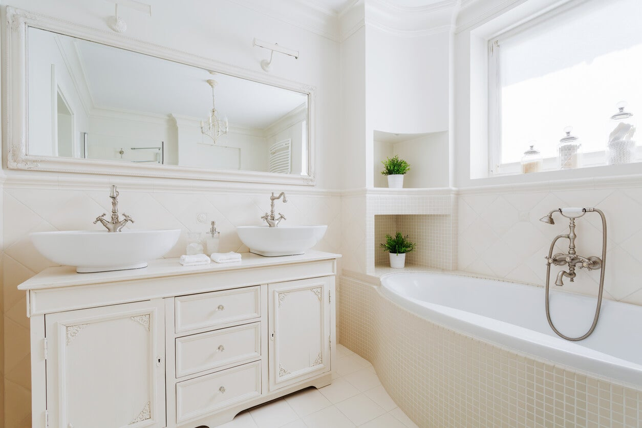creamy white bathroom color